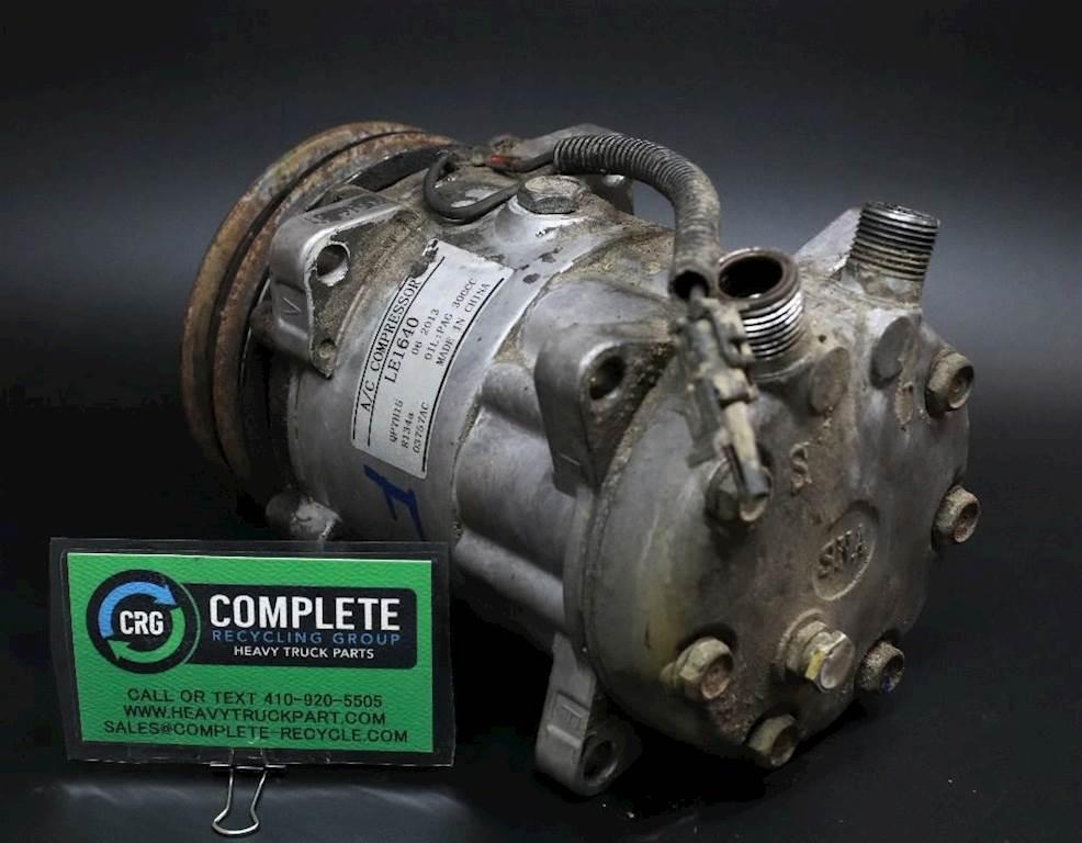 1997 Peterbilt 379 A/C Compressor