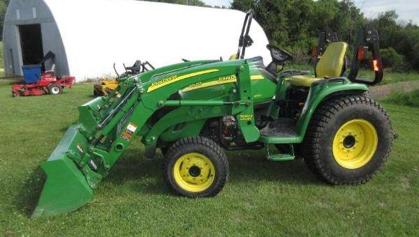 John Deere 3520 Tractor with Hydraulic Loader For Sale, 582