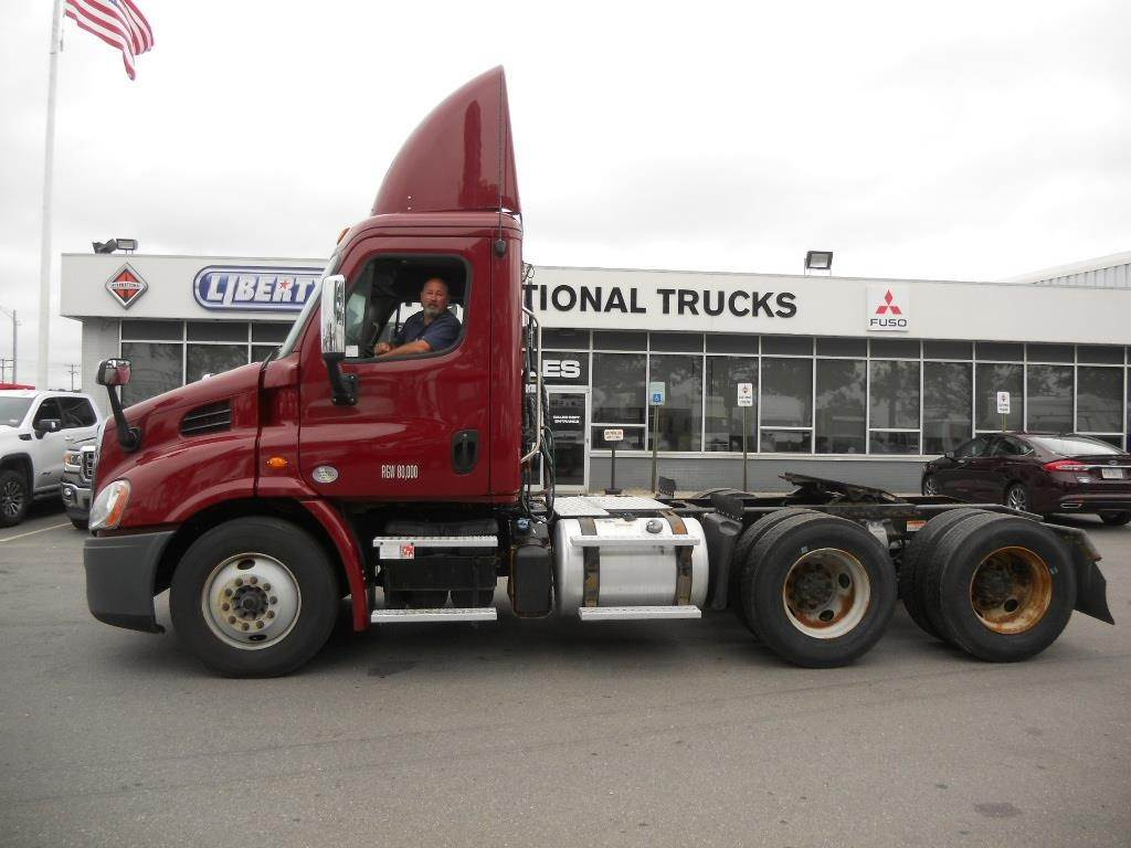 Freightliner Of Nh >> 2016 Freightliner Cascadia 113 Tandem Axle Day Cab Truck Detroit Dd13 410hp Amt For Sale 401 000 Miles Barrington Nh 15021