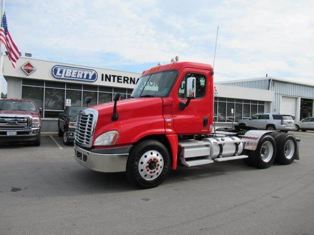 Freightliner Of Nh >> 2008 Freightliner Cascadia 125 Tandem Axle Day Cab Truck Detroit Series 60 Automatic For Sale 407 000 Miles Barrington Nh 14062