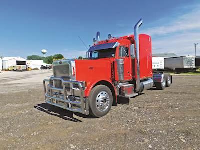 2003 Peterbilt 379EXHD Sleeper Semi Truck