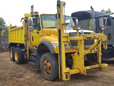 2004 International 7600 Plow / Spreader Truck