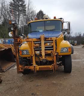 2007 Mack Granite CV712 Plow / Spreader Truck