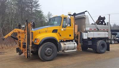 2006 Mack Granite CV713 Plow / Spreader Truck