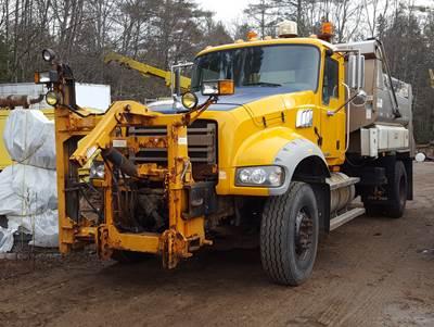 2009 Mack Granite GU712 Plow / Spreader Truck