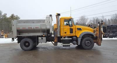 2010 Mack Granite GU712 Plow / Spreader Truck