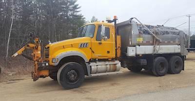 2009 Mack Granite GU713 Plow / Spreader Truck
