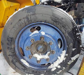2002 International T444E Tire & Rim