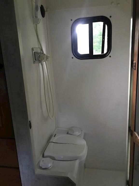 2007 Volvo VNLT64 Semi Truck w/ Custom ICT Sleeper/Bathroom and 53' Wabash  Dry Van Trailer