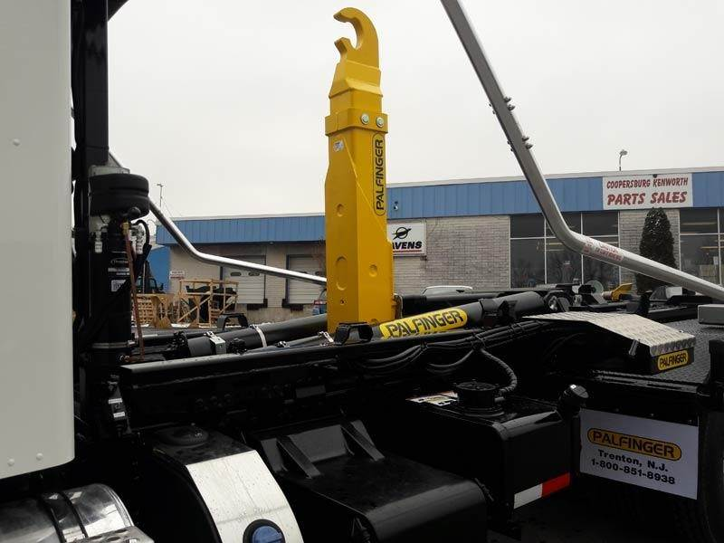 2020 Kenworth T370 Tandem Axle Hooklift Truck - Paccar PX, 350HP, Automatic