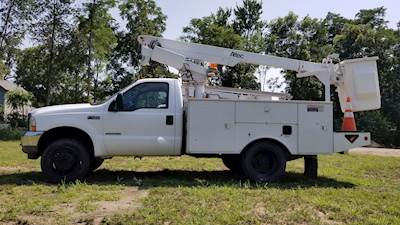 2002 Ford F-450 Boom / Bucket Truck with Altec 200A Bucket