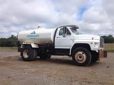 1990 Ford F-800 Water Truck - 6 6L, Manual