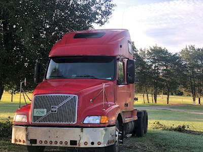 2001 Volvo VNL Logging Truck