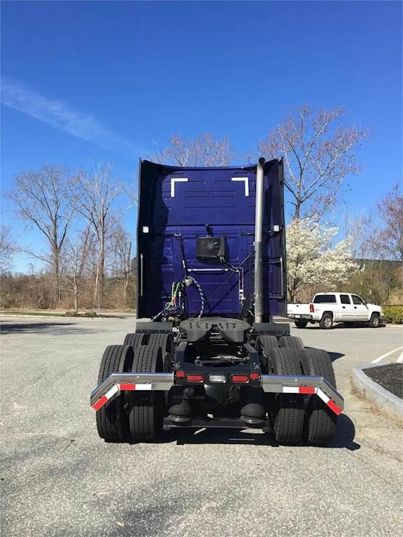 2021 volvo vnl64t860 sleeper semi truck  raised roof
