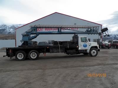 International F1924 Crane Truck - 5+4 Spd, SKYHOOK 130HD Crane