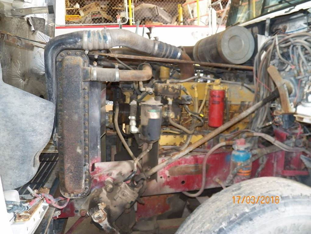 Caterpillar 3406B Engine for a 1989 Freightliner FLD120 For