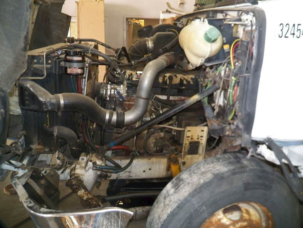 Cummins M11 Engine for a 1995 Volvo WIA64TES For Sale | Farr