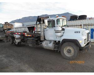 Mack DM688S Roll-Off Truck