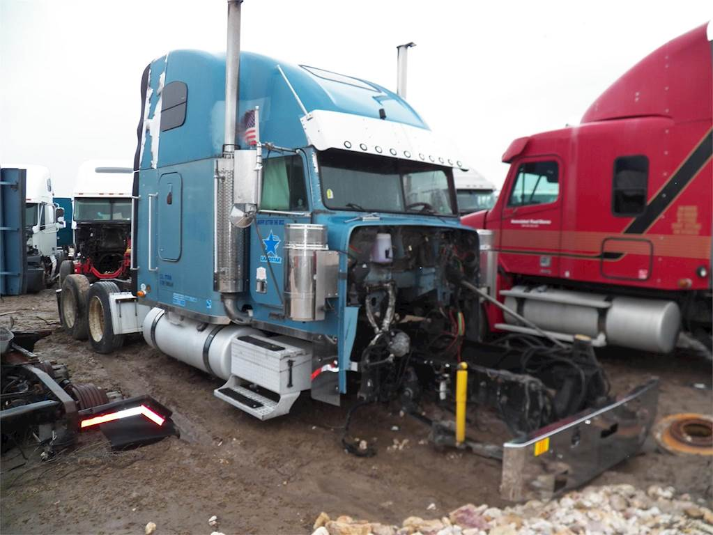 2005 Freightliner FLD132 Classic XL Sleeper Semi Truck For