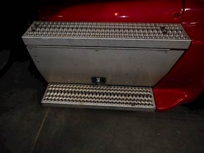 Freightliner Century Class 120 Tool Box for a 2008 Freightliner CST120