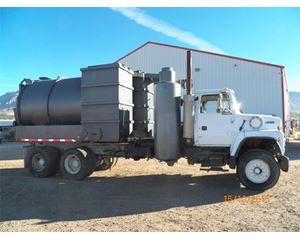 Ford L9000 Vacuum Tank Truck