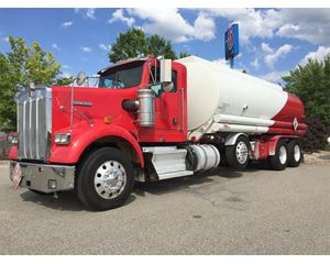 Kenworth W900 Gasoline / Fuel Truck